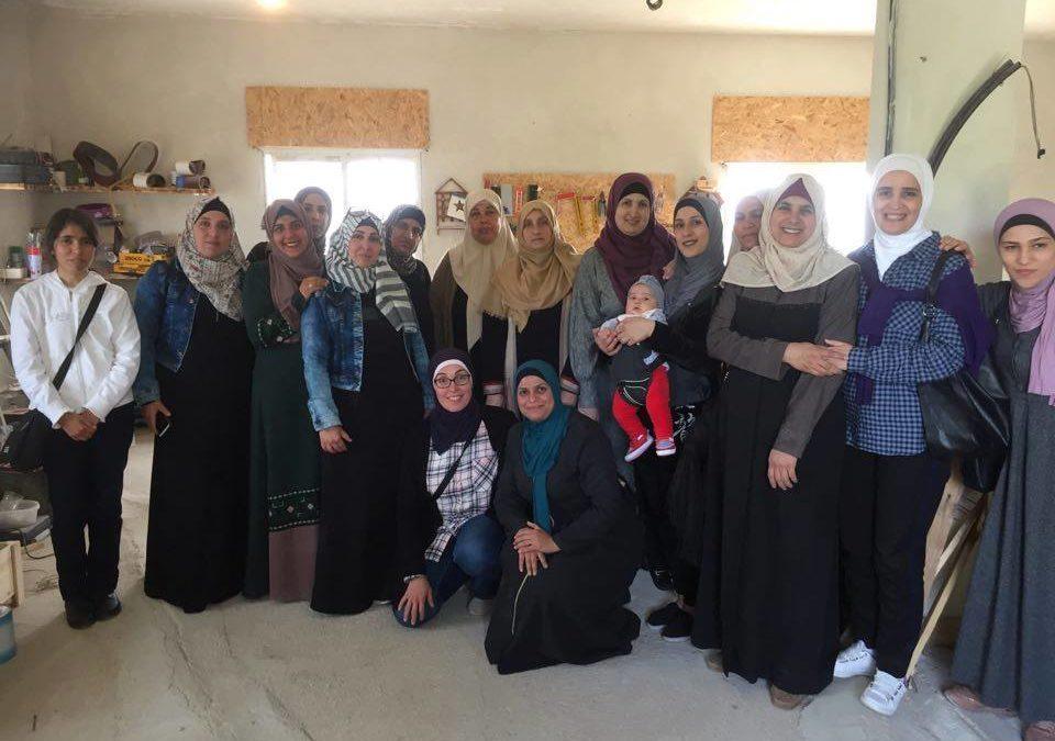 الرواد تنظم جولة تثقيفية للنساء إلى قرية الولجة