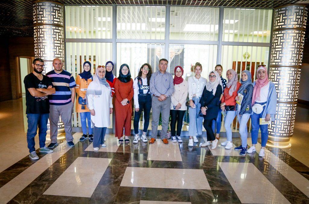 الرواد تنفذ جولة لفتيات النادي الإعلامي لمؤسسات إعلامية في المحافظة