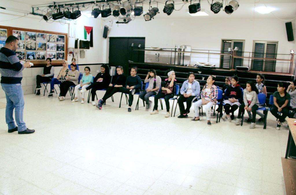 الرواد تفتتح دورة جديدة للتصوير الرقمي لطلبة المدارس