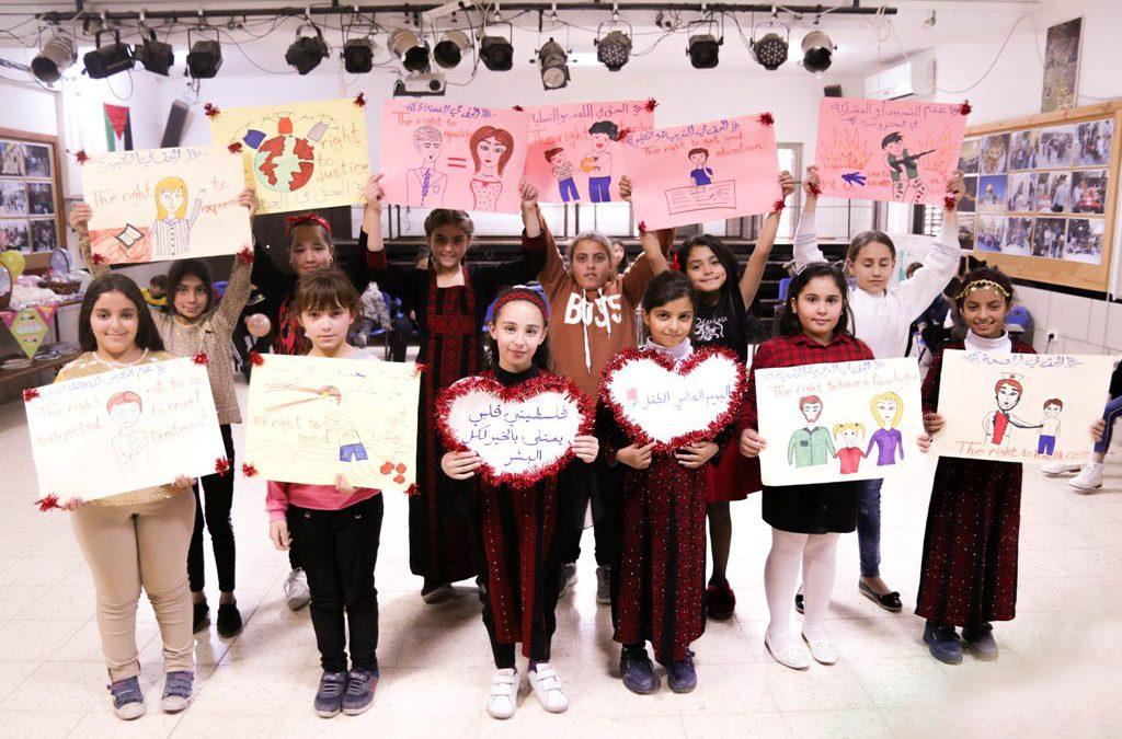 أطفال الرواد يوجهون رسائلهم للعالم في يوم الطفل العالمي