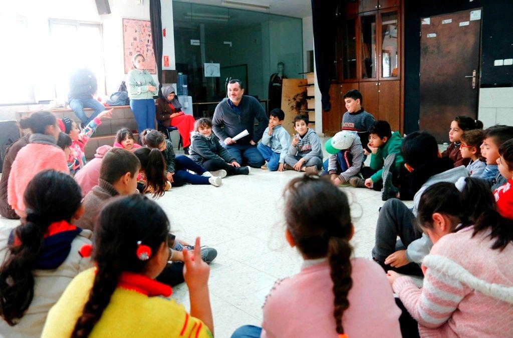 الرواد تنفذ ورشة عمل للفنون المسرحية للأطفال