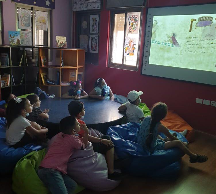 مكتبة الرواد تعرض قصة الباب الازرق للاطفال
