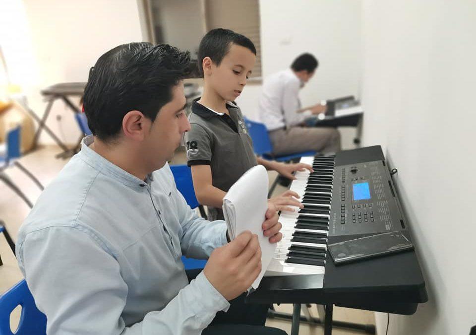 الرواد تنفذ لقاءً لمتدربي الفنون الموسيقية