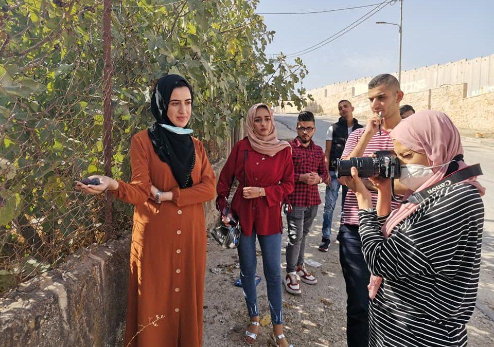 الرواد تقدم الورشة التدريبية الأولى لمخيم التصوير الفوتوغرافي للشباب