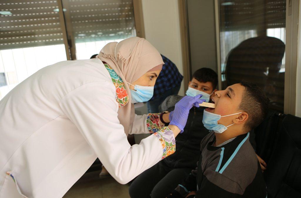 الرواد تنظم يوم طبي مجاني للأهالي في مخيم عايدة