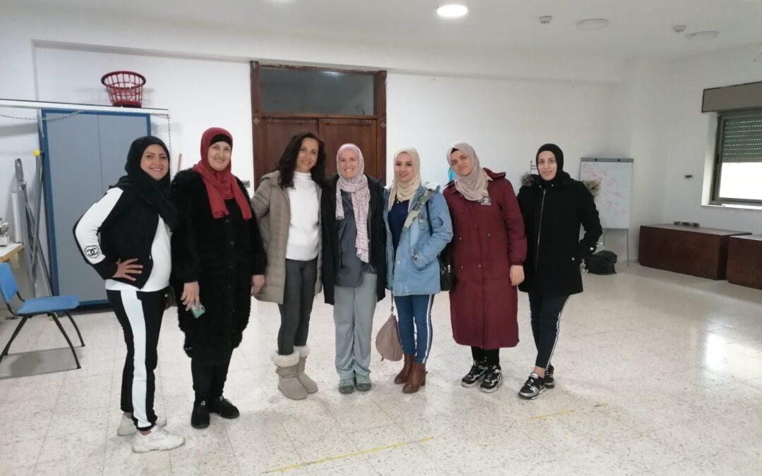 نساء وفتيات مخيم عايدة يتعرفن  على « اليوجا » عن قرب