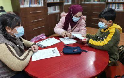 الرواد تواصل تقديم الدروس التعليمية للأطفال