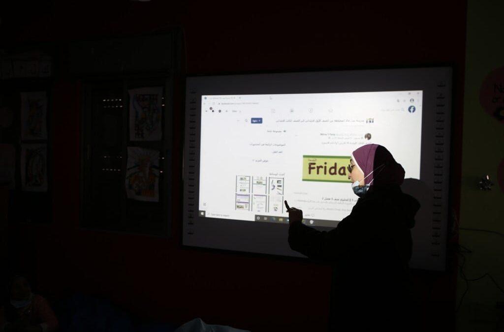 الرواد تنفذ ورشات تعليمية للأطفال عبر الحاسوب