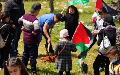 أطفال جمعية الرواد يحيون ذكرى يوم الأرض في مخيم عايدة.
