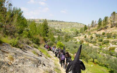 الرواد تشارك في مسار شبابي بمناسبة يوم الارض في المناطق المهددة بالمصادرة .