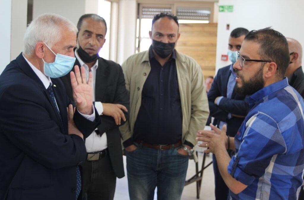 الرواد تستقبل محافظ بيت لحم  أثناء زيارته لتكية عايدة ومركز الحجر الصحي