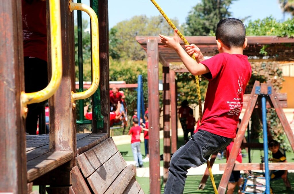 الرواد تنظم رحلة ترفيهية للأطفال إلى حديقة ماري ديوتي