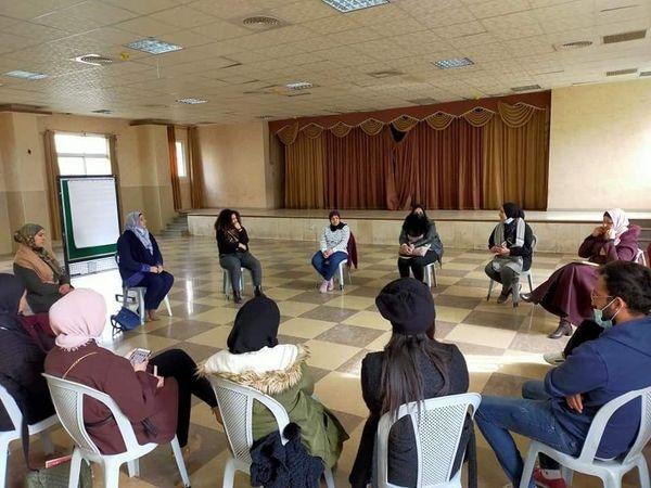 Alrowwad participe à des exercices des ateliers théâtraux
