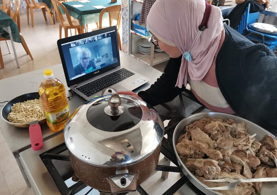 """Le cours de cuisine palestinienne présente le plat traditionnel appelé """"Mansaf"""""""