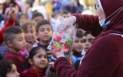 Alrowwad organise une animation pour les enfants du camp d'Aida
