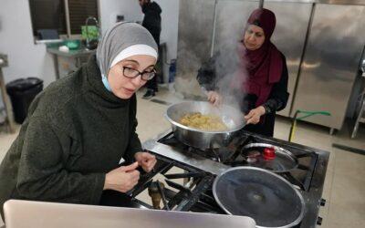 Le cours de cuisine palestinienne présente le Maftoul.