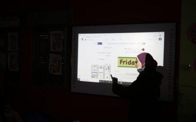 Alrowwad organise des ateliers éducatifs pour les enfants via l'ordinateur