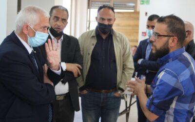 Alrowwad reçoit le gouverneur de Bethléem lors de sa visite à l'hospice Aida et au centre de quarantaine