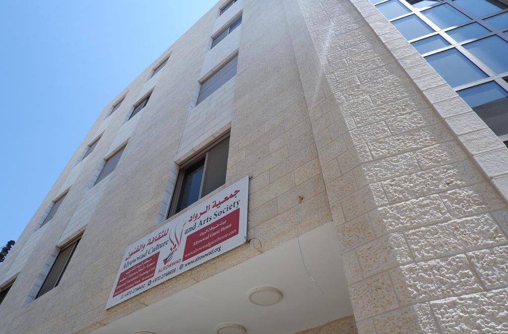 L'association Alrowwad condamne la prise d'assaut de son siège dans le camp d'Aida par les forces d'occupation